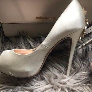 Badgley Mischka Shoes - Badgley Mischka beautiful heels